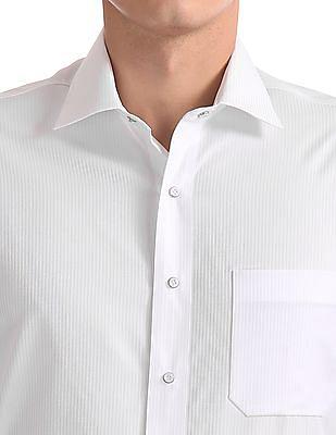 Arrow Regular Fit Striped Stitchless Shirt